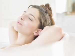 A relaxing moringa tea bath will improve your skin.